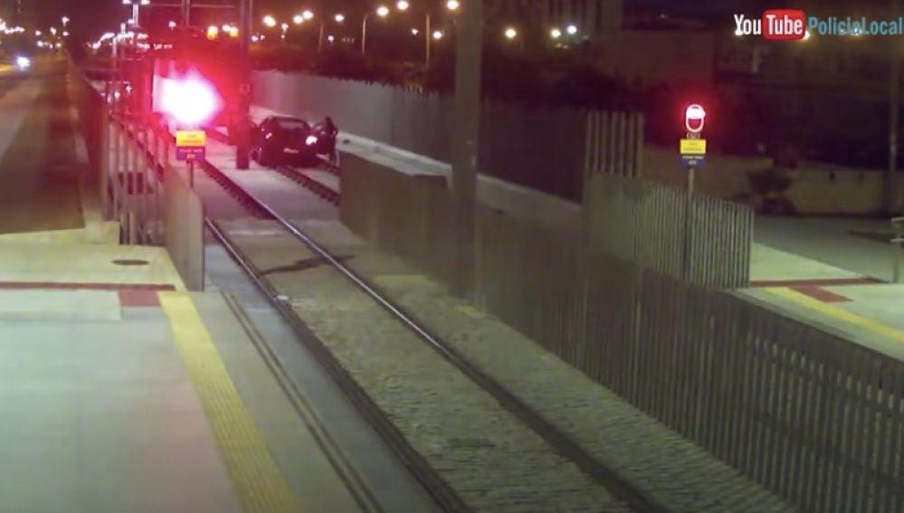La conductora, bajo los efectos del alcohol, antes de entrar al tunel del Metro en Málaga