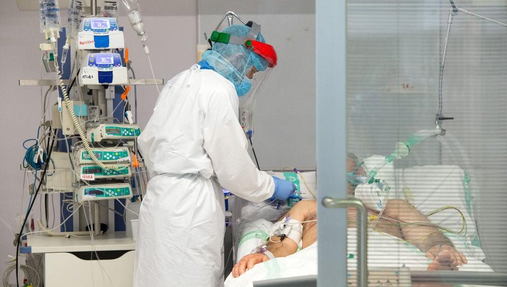 Paciente con covid-19 en un hospital.