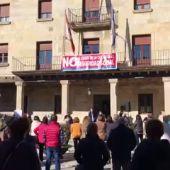 VIDEO: Concentración en Cervera de Pisuerga contra el cierre de la oficina de la Seguridad Social