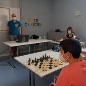 Comienzan las clases de ajedrez en el Centro La Covadonga