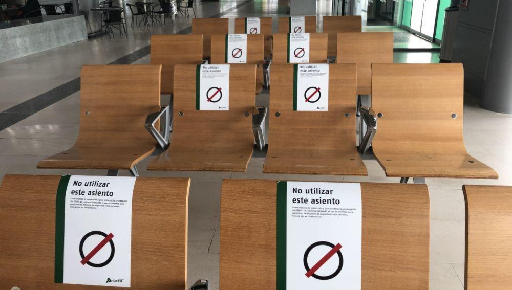Mantener la distancia de seguridad sigue siendo una de las recomendaciones para frenar la pandemia. En la imagen, la estación del AVE de Cuenca