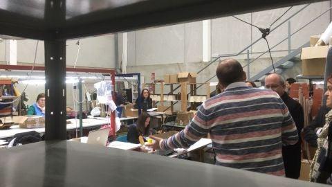 Artesanas de la piel en un taller