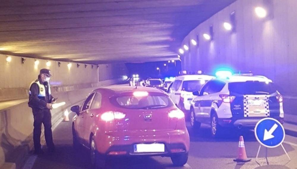 Control policial en la Avenida de Dénia