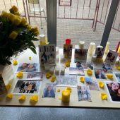 """Homenaje a Camila de sus compañeros del IES """"El Pla"""" de Alicante donde estudiaba Asesoría de Imagen Personal y Corporativa"""