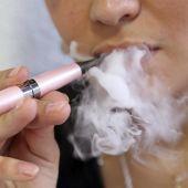 Sanidad advierte del riesgo de fumar cigarrillos electrónicos