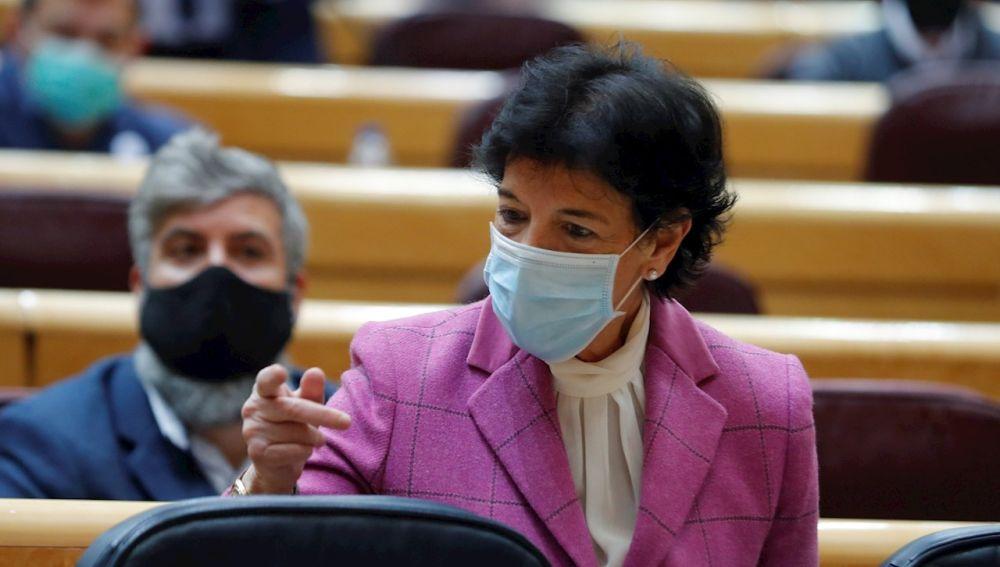 La ministra de Educación, Isabel Celaá, en el Senado