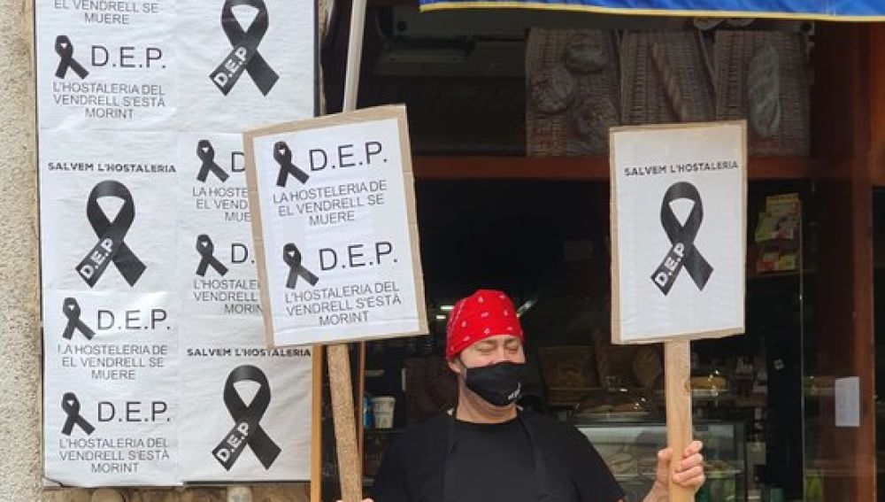 Restauradors protesten pel tancament del sector