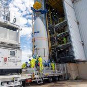 El cohete Vega, de la ESA, preparado para el lanzamiento.