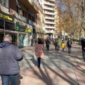 Gente paseando paseo de Zorrilla