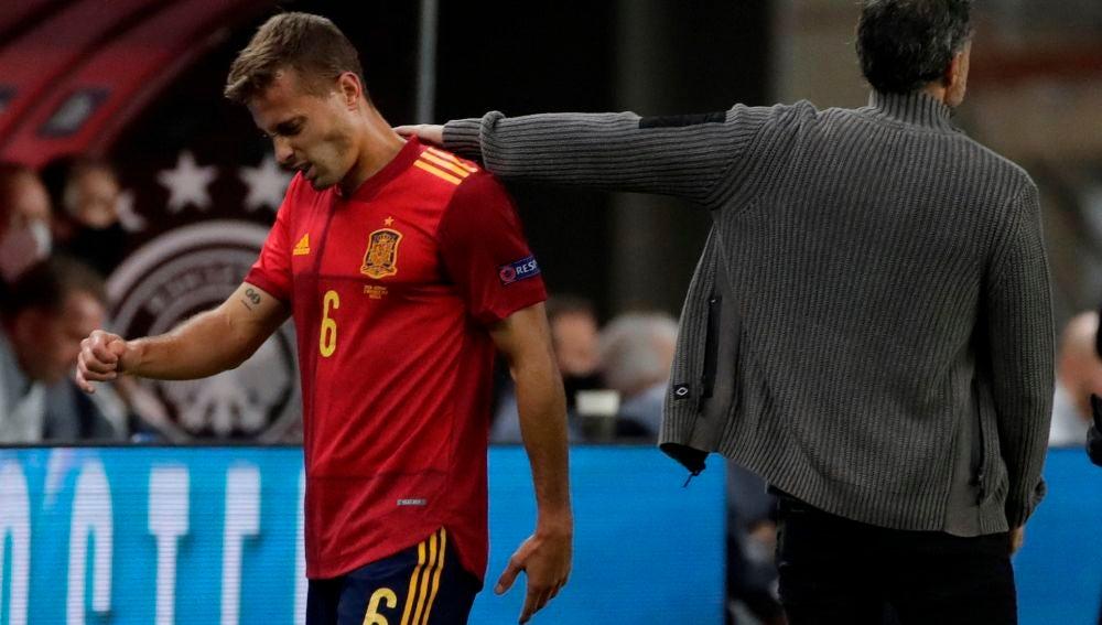 Sergio Canales se retira lesionado del España-Alemania celebrado en La Cartuja.