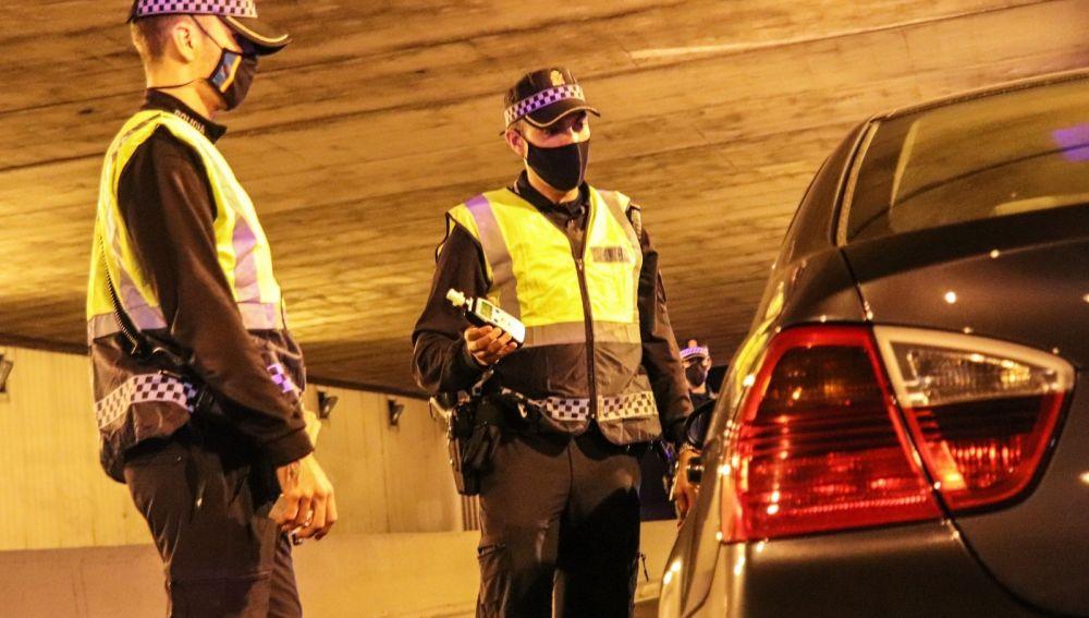 La Policía Local en un control de alcoholemia
