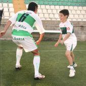 Fernando Niño y su hijo Fer, que comenzó a jugar al fútbol con cinco años en el Club Zafiro de Elche.
