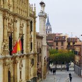 Fachada de la Universidad Cisneriana y Plaza Cervantes