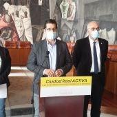 María Fresneda, José Manuel Caballero y Julián Nieva durante la rueda de prensa