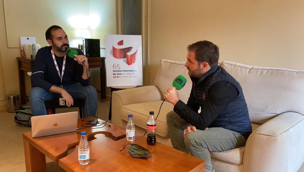 El dibujante Aurel, director de 'Josep', durante su entrevista con David Martos para Kinótico en la Seminci de Valladolid