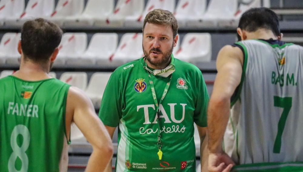 Toni Ten, técnico de Tau Castelló