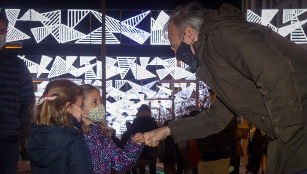 El alcalde, Jorge Azcón, en el encendido luces de navidad Zaragoza 2020