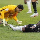El Real Madrid coge aire en LaLiga gracias a un gol en propia puerta de Bono