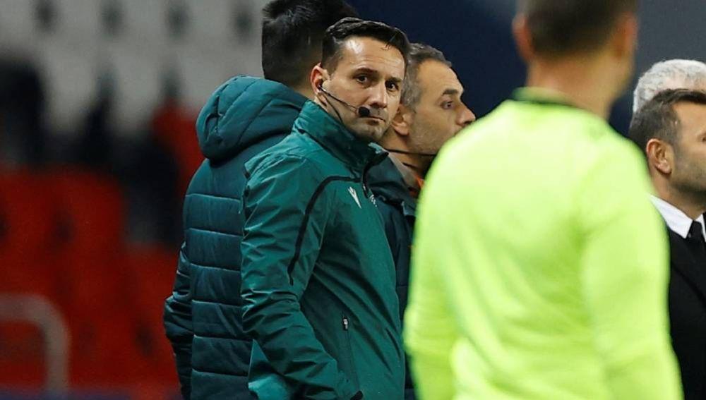 Sebastian Coltescu, el cuatro árbitro del PSG - Basaksehir.