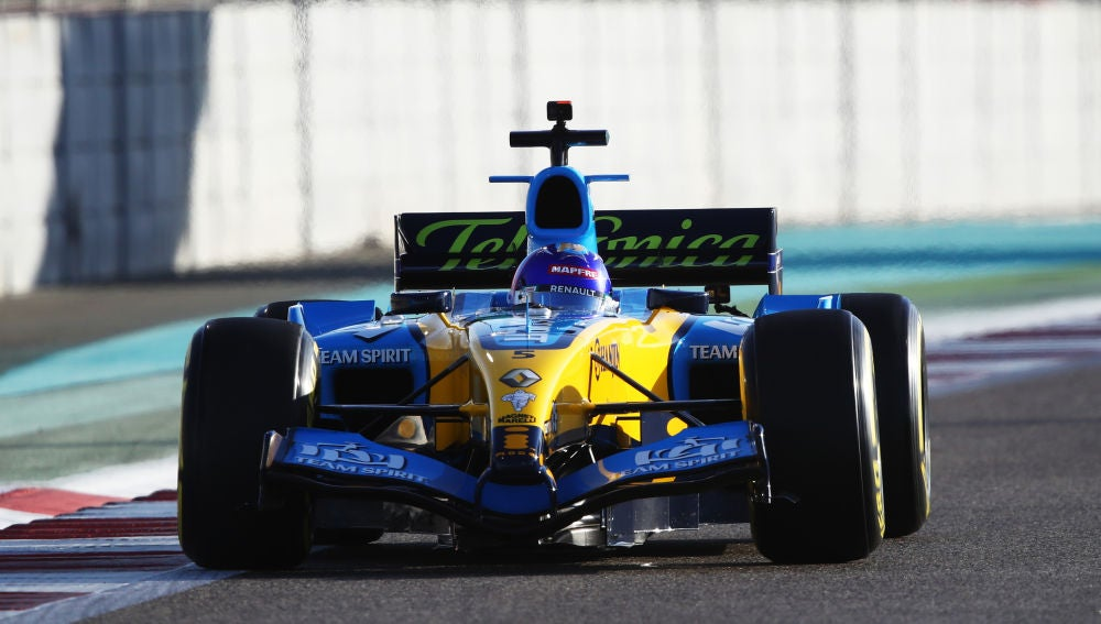 Fernando Alonso regresa a bordo del Renault R25.