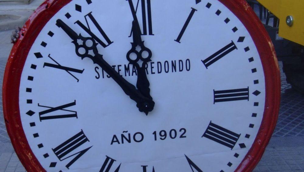 Hoy nos acercamos al reloj municipal de Almoradi con su historiador Jose Antonio Latorre