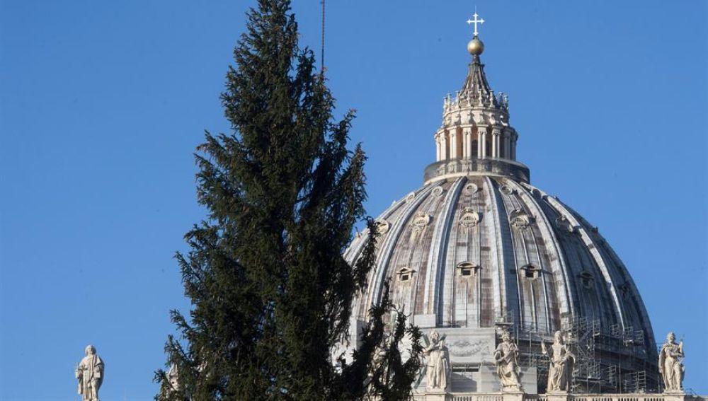 El Vaticano sorprende poniendo un astronauta en su Belén postmoderno de Navidad
