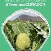 Bajo el lema 'Tenemos corazón', la marca de la alcachofa juega con el corazón de la hortaliza, el de las personas que lo hacen posible y el de una comarca que vuelve a latir tras el desastre de la DANA