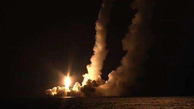 Rusia lanza cuatro misiles intercontinentales Bulavá desde un submarino nuclear