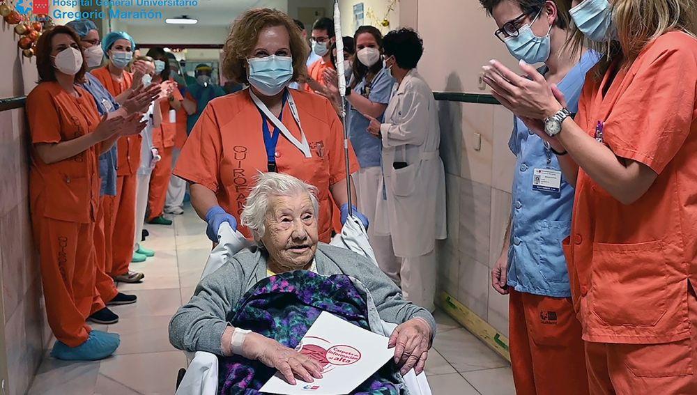 El Gregorio Marañón da de alta a una paciente de 104 años que superó la covid
