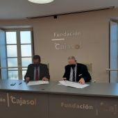 El Presidente de la Fundación Cajasol firma el convenio junto al Presidente del Consejo de Hermandades y Cofradías