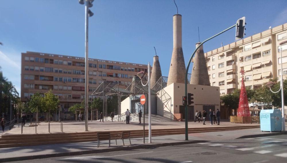 Plaza en la avenida de Novelda del barrio de Carrús de Elche.
