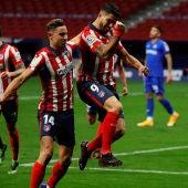 Luis Suárez celebra un gol con el Atlético del Madrid