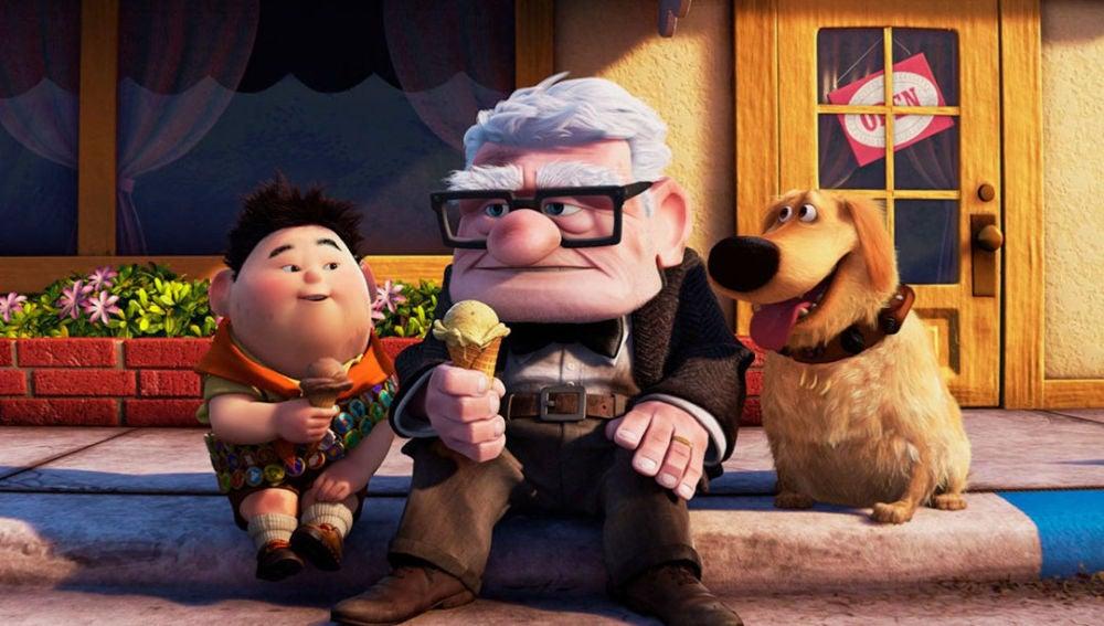 Carl Fredricksen, el protagonista de 'Up', en el centro del fotograma de esta película de Pixar