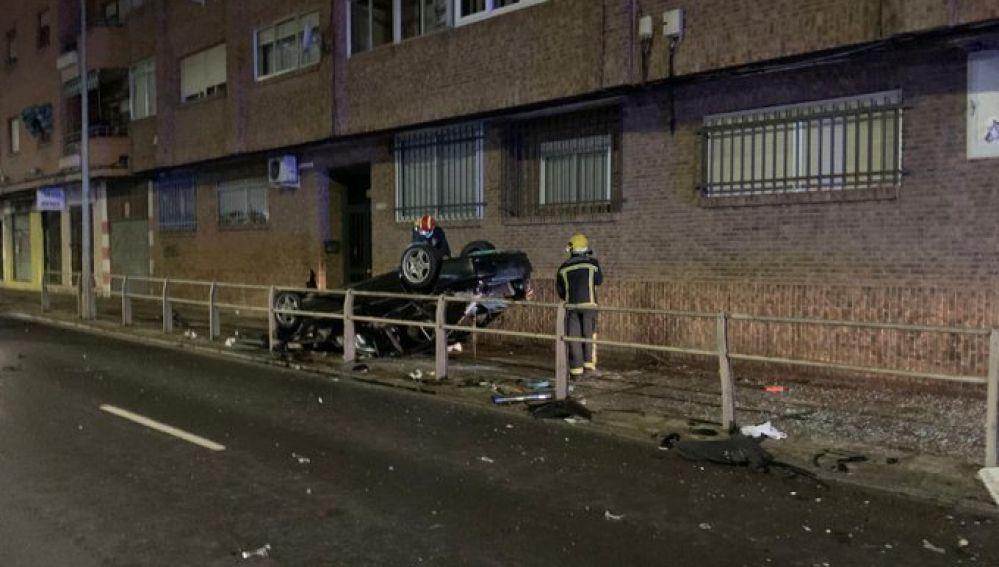 El vehículo volcó tras el accidente