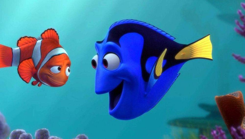 Fotograma de la película 'Buscando a Nemo', con el pececillo azul desmemoriado al que dan vida Ellen DeGeneres o Anabel Alonso