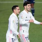 Lucas Vázquez y Asensio celebran uno de los goles del Real Madrid.