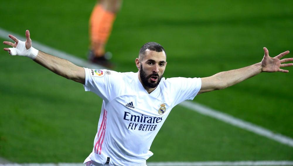 Karim Benzema celebra uno de sus goles con el Real Madrid.