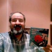 Manuel Ferrero con el libro El Corona Llega a ASPACE