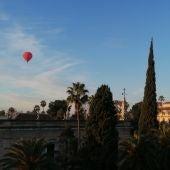 Los Reyes Magos sobrevuelan Sevilla en globo aerostático