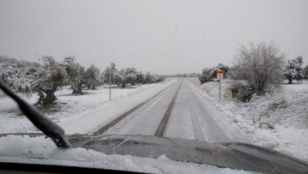 La nieve dificulta la circulación en varias carreteras de Ciudad Real
