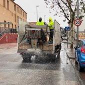 El ayuntamiento de Alcázar distribuye 7.000 kilos de sal para prevenir placas de hielo en las principales calles de la ciudad