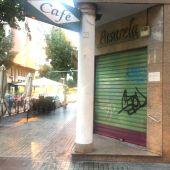 Cafetería en Elche cerrada a las 17:00 horas las restricciones dictadas frente a la pandemia del covid-19.