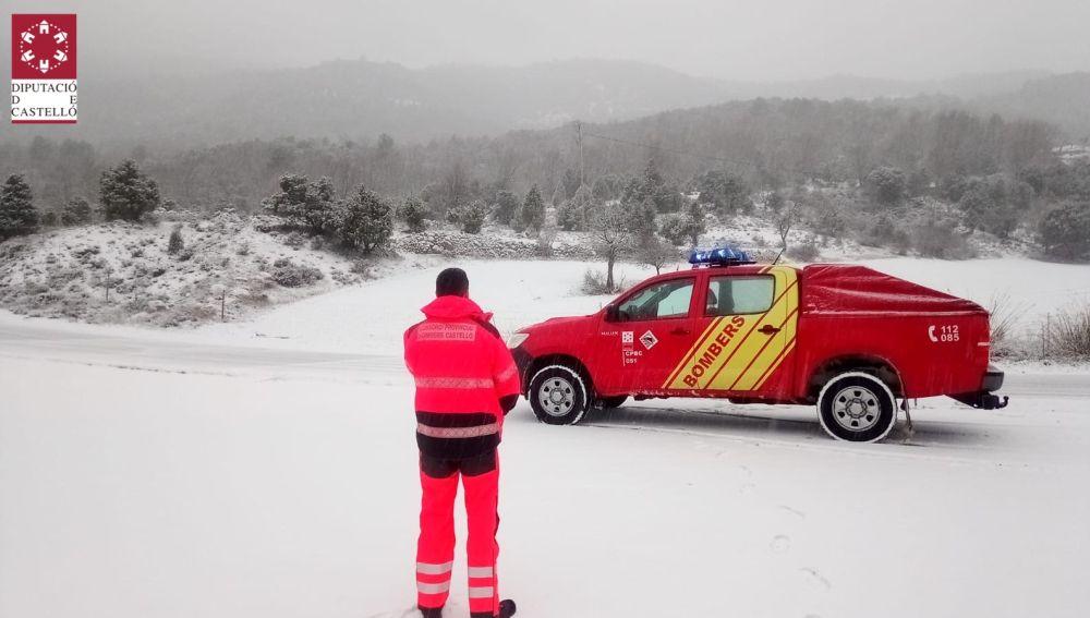 La borrasca Filomena deja nieve y placas de hielo en todo el interior de Castellón