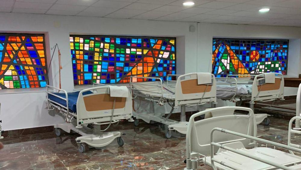 Camas dispuestas para ser instaladas en la Capilla del Hospital General de Elche.