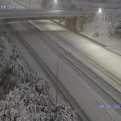 La UME moviliza a 50 militares y 70 vehículos para socorrer a conductores atrapados por la nieve en Madrid