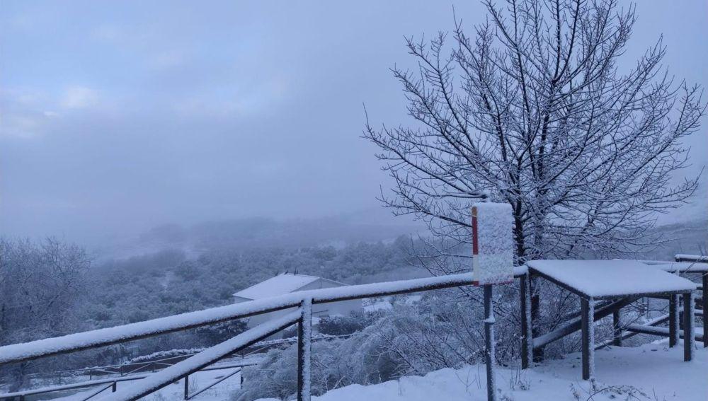 La nieve cubre de blanco los pueblos de la Sierra Norte de Sevilla