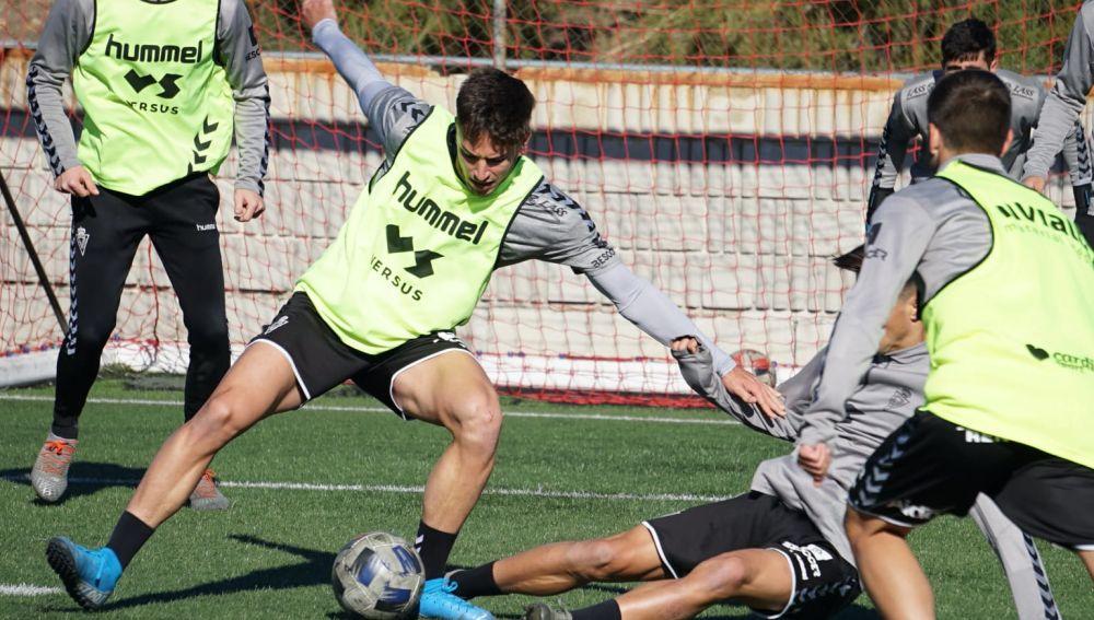 Carlos Palazón vuelve a los entrenamientos en el Real Murcia