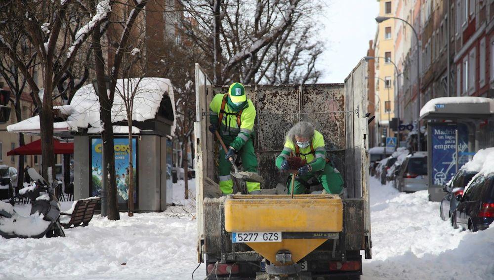 Nieve hoy en Madrid y en España: carreteras cortadas, estado del tráfico y últimas noticias del temporal Filomena y la ola de frío