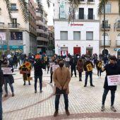 Concentración de la Asociación Hostelería de Elche en la Plaza de Baix.