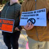 Concentración de los restauradores de Mallorca frente a la sede del Consolat de Mar por el cierre de sus negocios